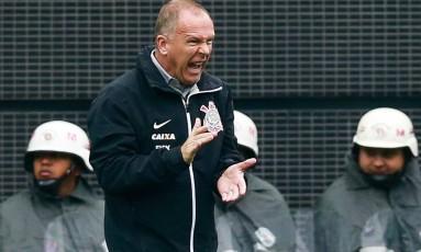 Mano Menezes foi campeão da Copa do Brasil de 2009 com o Corinthians Foto: Agência O Globo