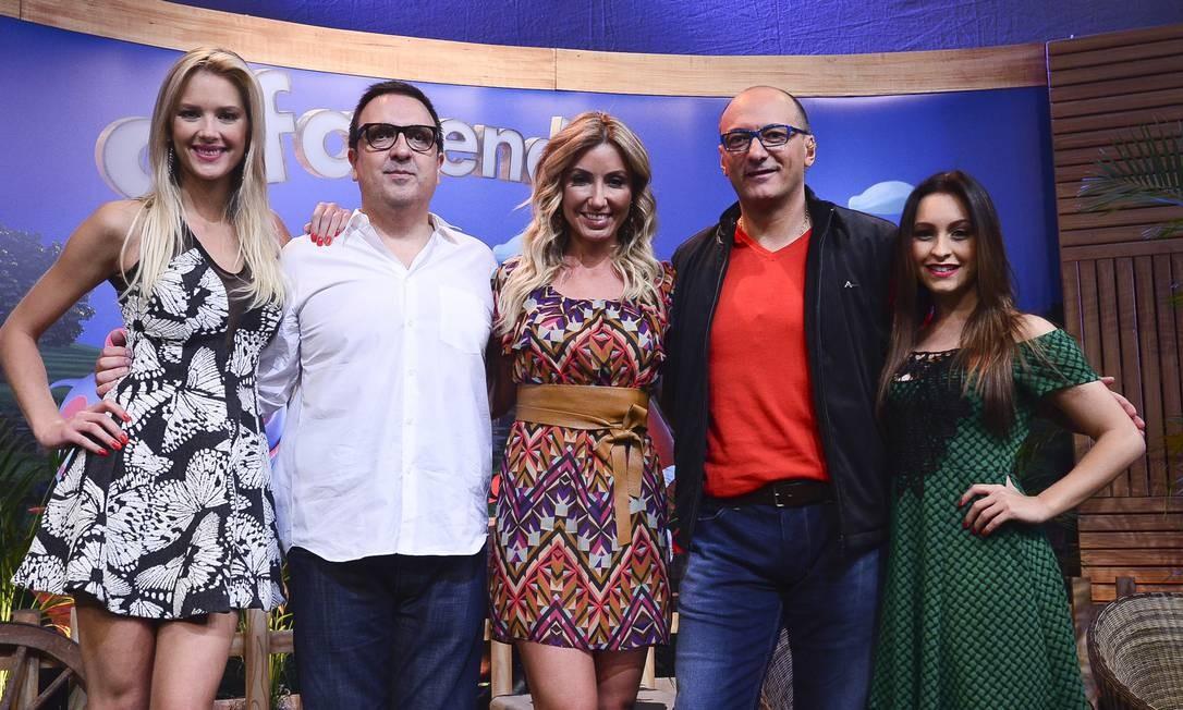 Gianne Albertoni, Rodrigo Carelli, Dani Duff, Britto Jr e Carla Diaz Foto: / Antonio Chahestian/ Divulgação