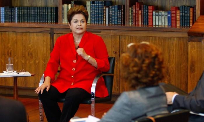 Linguagem corporal de Dilma Roussef no Globo.