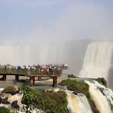 A passarela que leva à Garganta do Diabo é um dos destaques do Parque Nacional de Iguaçu, em Foz do Iguaçu Foto: Eduardo Maia / O Globo