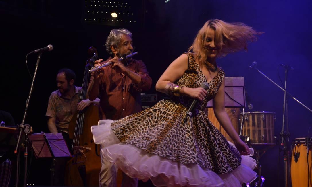 Letieres Leite e Karina Buhr em SP no show de lançamento do álbum 'Goma Laca': primórdios do som afro-brasileiro em nova roupagem Foto: / Divulgação/Marie Ange Bordas