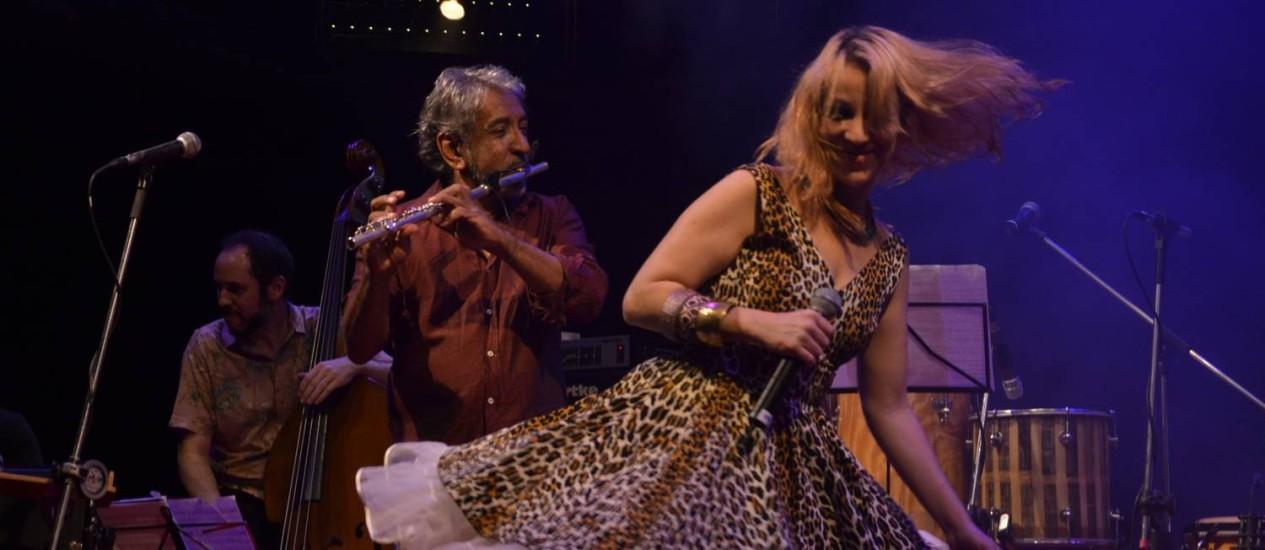 Letieres Leite e Karina Buhr em SP no show de lançamento do álbum 'Goma Laca': primórdios do som afro-brasileiro em nova roupagem Foto: Divulgação/Marie Ange Bordas