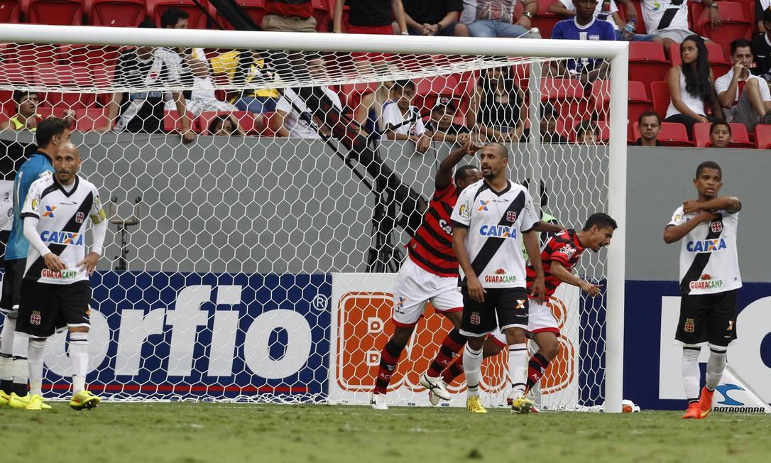 No segundo tempo, o Vasco levou o gol de empate Foto: Jorge William / Agência O Globo