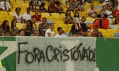 Faixa contra o técnico Cristóvão Borges na torcida do Fluminense. Time venceu o Palmeiras por 3 a 0 Foto: Reginaldo Pimenta / Agência O Globo