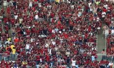 A torcida do Flamengo, mais uma vez, presente ao Maracanã Foto: Marcelo Carnaval / Agência O Globo