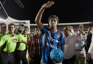 Ronaldinho Gaúcho estreou no Querétaro perdendo um pênalti na derrota para o Tigres Foto: REUTERS/13-9-2014