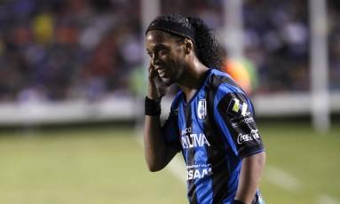 Ronaldinho Gaúcho estreou no Querétaro perdendo um pênalti na derrota para o Tigres Foto: Juvencio Hernandez/Reuters