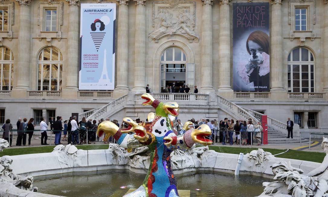 Fachada do Grand Palais com a exposição Foto: PATRICK KOVARIK / AFP