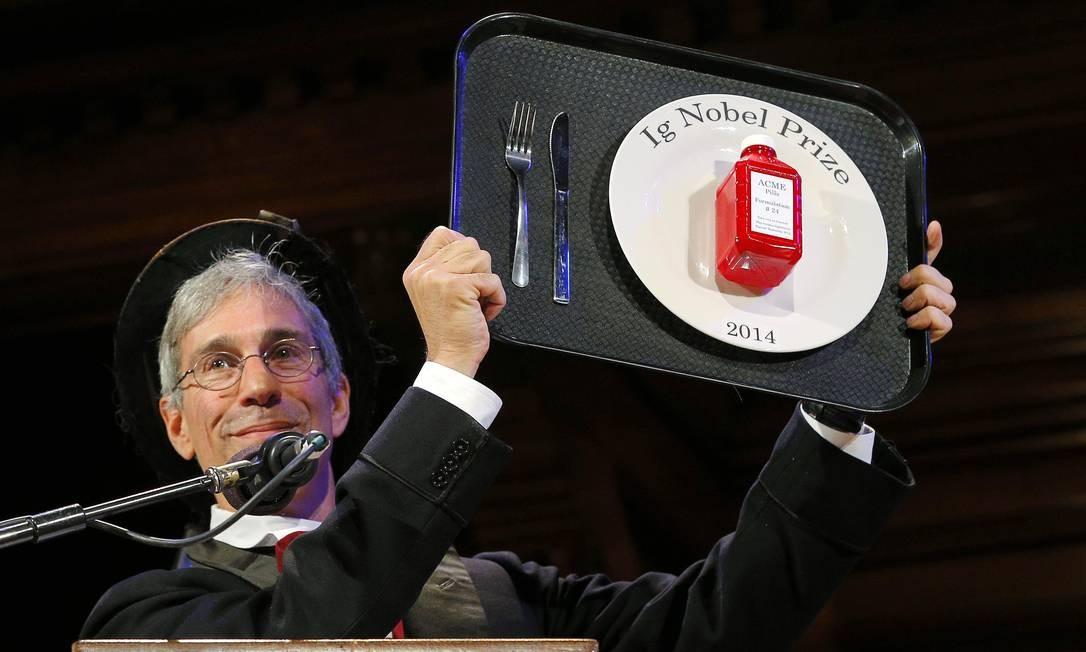 Teoria do escorregão na casca de banana é um dos estudos ganhadores do Ig  Nobel 2014 - Jornal O Globo