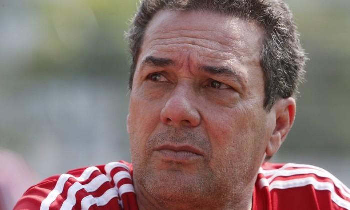 O técnico do Flamengo, Vanderlei Luxemburgo, durante treino na Gávea Foto: Marcos Tristão / Agência O Globo