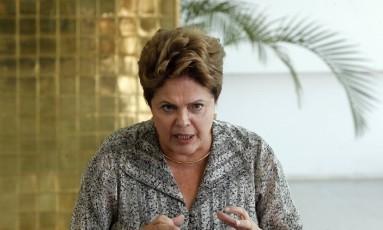 Presidente e candidata à reeleição Dilma Rousseff, durante entrevista no Alvorada Foto: Givaldo Barbosa / O Globo