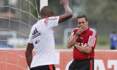 Vanderlei Luxemburgo vai fechar o treino do Flamengo neste sábado Foto: Marcos Tristão / Agência O Globo