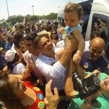 Aécio em evento de campanha na manhã deste sábado Foto: Orlando Brito / Divulgação
