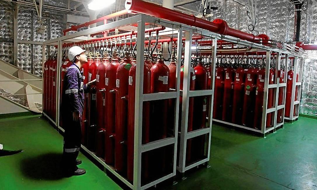 Segurança. Uma grande área do navio é ocupada com cilindros com CO2, utilizados apenas para casos de incêndio. Os treinamentos a bordo são constantes Foto: Domingos Peixoto