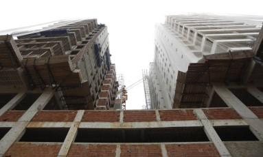 Prédios em construção no Rio Foto: Paula Giolito / O Globo