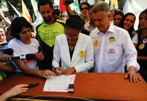 Marina assina compromisso com a União de Ciclistas do Brasil (UCB) Foto: André Coelho/ O Globo / Agência O Globo