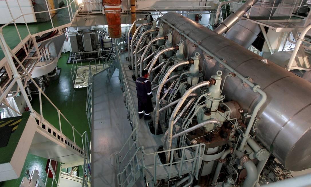 EO motor principal do navio, que tem 15 metros de altura Foto: Domingos Peixoto / Agência O Globo