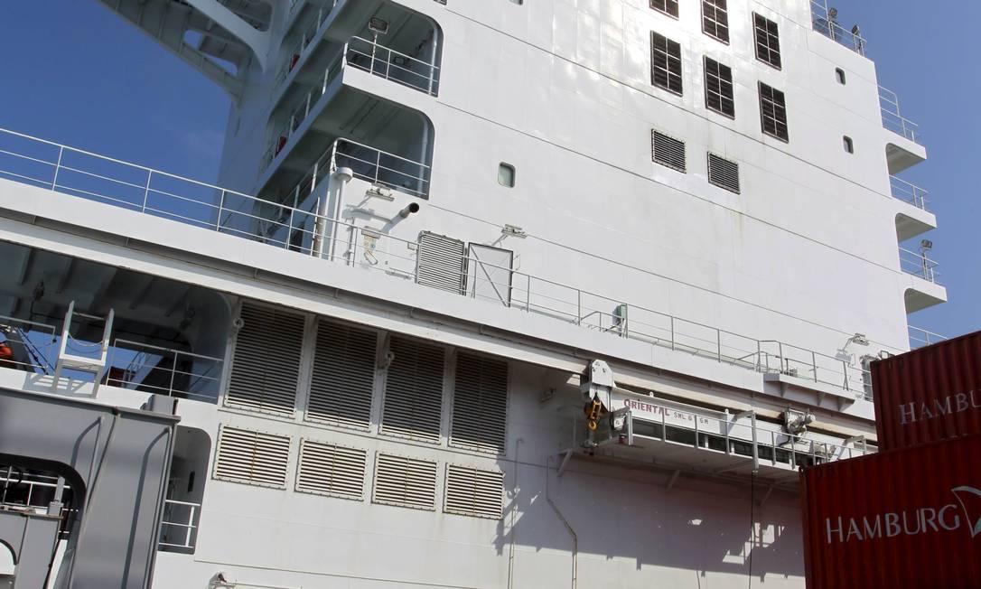 A torre do navio, que equivale a um prédio de nove andares Foto: Domingos Peixoto / Agência O Globo