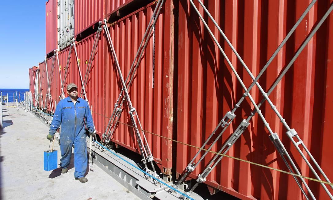 Convés da embarcação Foto: Domingos Peixoto / Agência O Globo