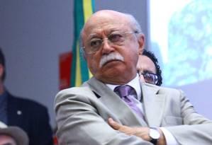 Roberto Amaral manobra para conseguir se manter como presidente do PSB Foto: André Coelho / Ailton Coelho/4-2-2014