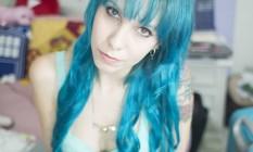 A blogueira Gabriela Fadel já teve o cabelo de vários cores: a última delas, o azul celeste Foto: Reprodução / Arquivo pessoal