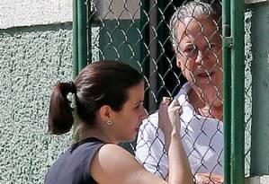 José Dirceu conversa com advogada no Complexo Penitenciário da Papuda, em Brasília Foto: Pedro Ladeira / Arquivo O GLOBO