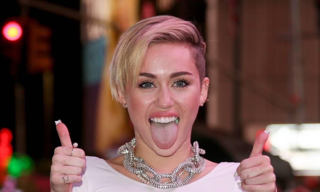 Miley Cyrus Beija Fã Desconhecida   RDT POP