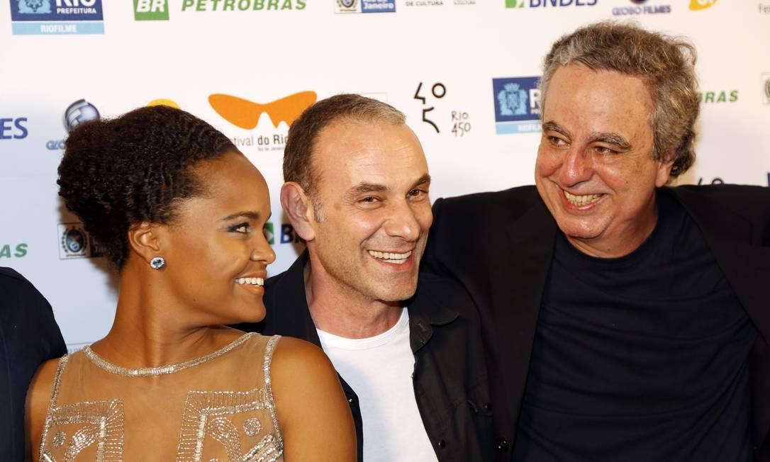 Emiliano Queiroz, Cintia Rosa, Marco Ricca, no lançamento de 'O fim e os meios', de Murilo Salles, no Festival do Rio Foto: Agência O Globo