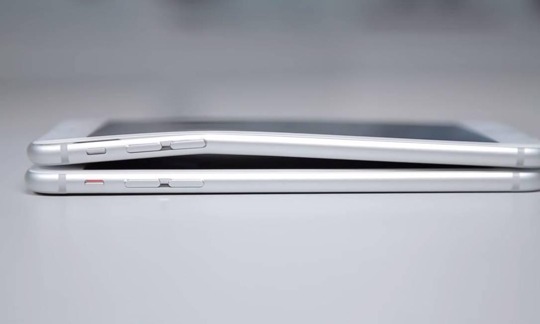 iPhone 6 Plus vem sofrendo duras críticas por ser facilmente entortado Foto: / Reprodução/YouTube