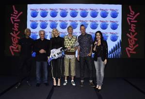 Roberto e Roberta Medina posam com Gwen Stefani e os colegas de No Doubt, uma das atrações o Rock in Rio Las Vegas Foto: Larry Busacca / AFP