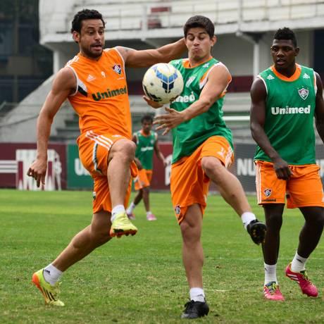 Fred e Conca dividem a bola no treino do Fluminense Foto: Fluminense / Divulgação