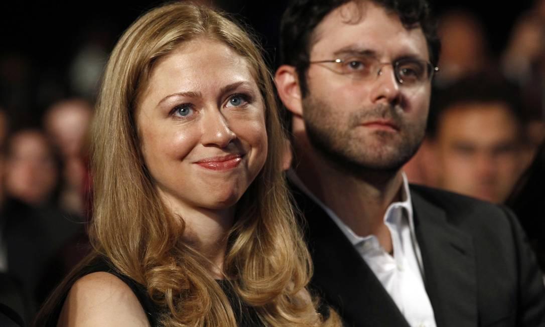 Chelsea Clinton e o marido, Marc Mezvinsky Foto: KEVIN LAMARQUE / REUTERS