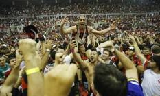 Os jogadores do Flamengo comemoram o título da Copa Intercontinental após a vitória sobre o Maccabi, de Israel Foto: Alexandre Cassiano / O Globo
