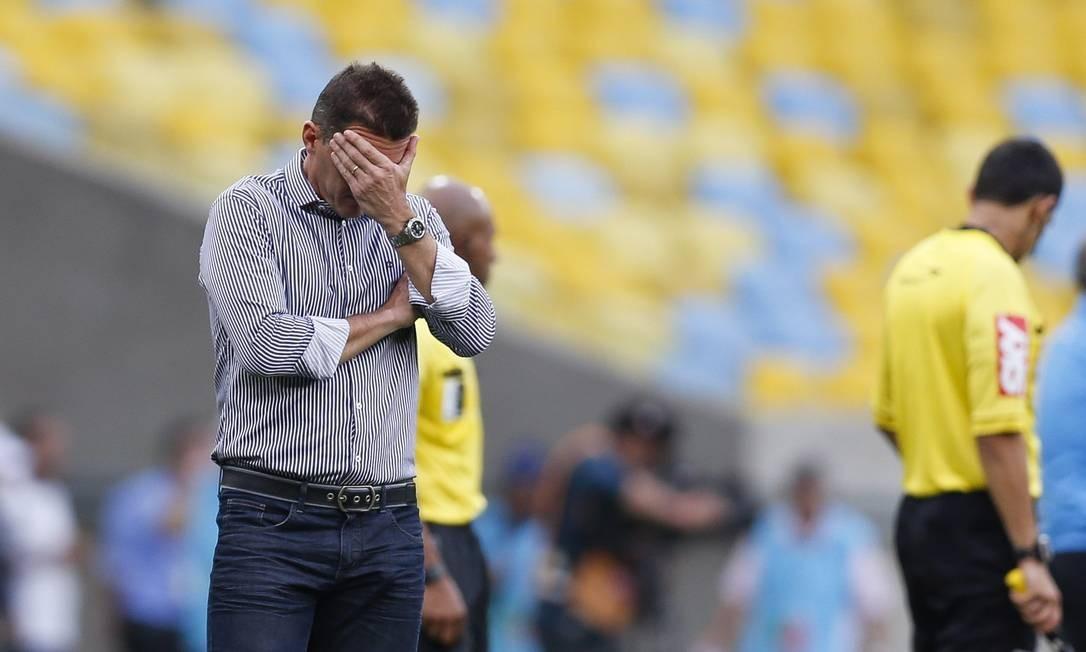 O técnico do Botafogo, Vagner Mancini, no jogo com o Grêmio Foto: Alexandre Cassiano / Agência O Globo