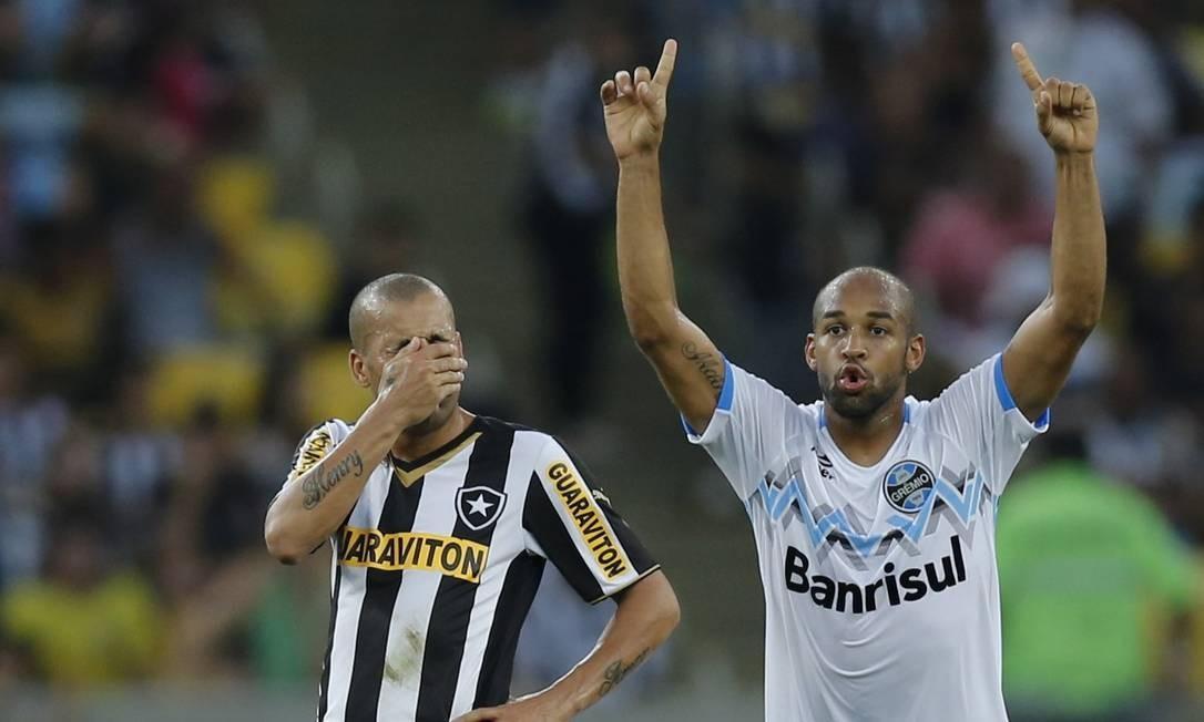 Emerson Sheik lamenta a derrota Foto: Alexandre Cassiano / Agência O Globo