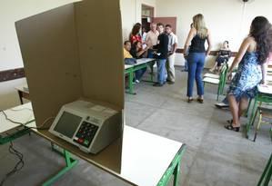 Eleitores durante dia da votação em escola do Rio Foto: Márcia Foletto / O GLOBO/Arquivo