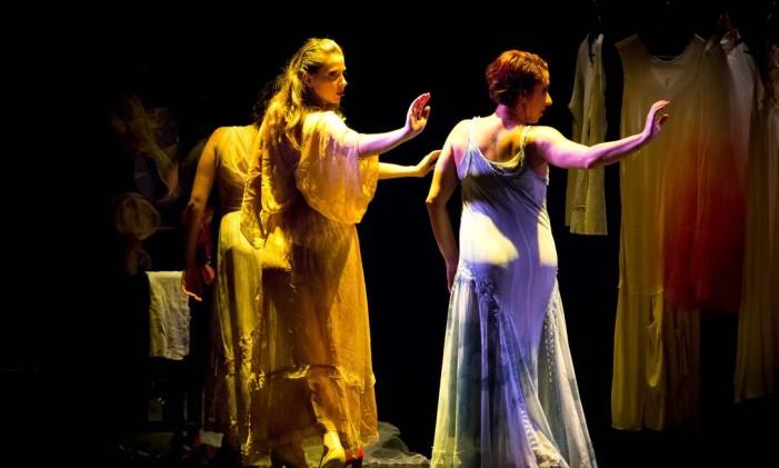 Espetáculo 'Pequenas peças' é inspirado em leituras de textos de Clarice Lispector Foto: Divulgação/Tom Breit