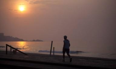 Dia amanhece com sol e pouca névoa na Zona Sul do Rio de Janeiro Foto: Guilherme Leporace / Agência O Globo