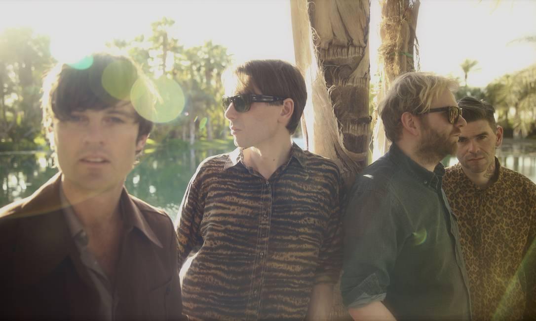 Alex Kapranos (segundo à esquerda) e o grupo reveem suas maiores influências em novo volume da série 'Late night tales', lançado dez anos depois do seu homônimo disco de estreia Foto: Divulgação/Andy Knowles