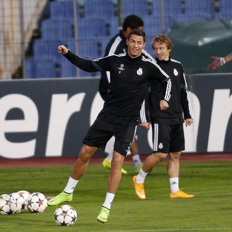 Cristiano Ronaldo tem escalação confirmada para a partida de hoje entre o Real Madrid e o Ludogorets, na Bulgária Foto: STOYAN NENOV / REUTERS