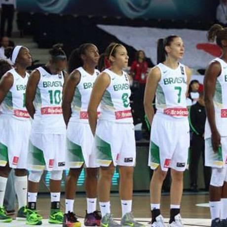 A seleção feminina de basquete do Brasil: time terá pela frente a França, vice-campeã da Europa Foto: FIBA