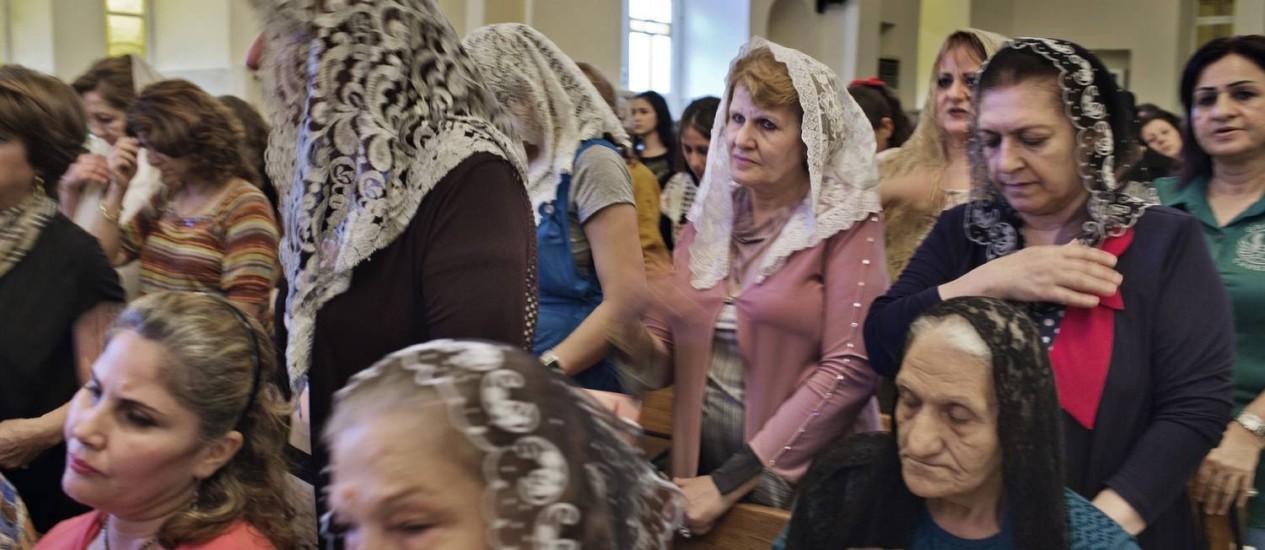 Resistência. Cristãs e muçulmanas iraquianas se unem para mostrar apoio a cristãos expulsos de Mossul Foto: NYT/20-7-2014