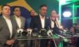 Confirmado no segundo turno, Aécio Neves dá coletiva e agradece eleitores