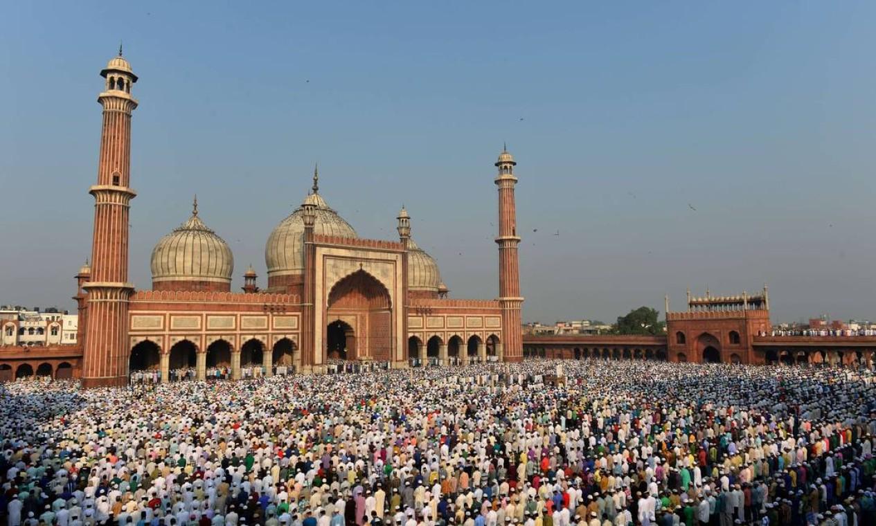 Milhares de mulçumanos se reuniram an Índia Foto: Chandan Khanna / AFP