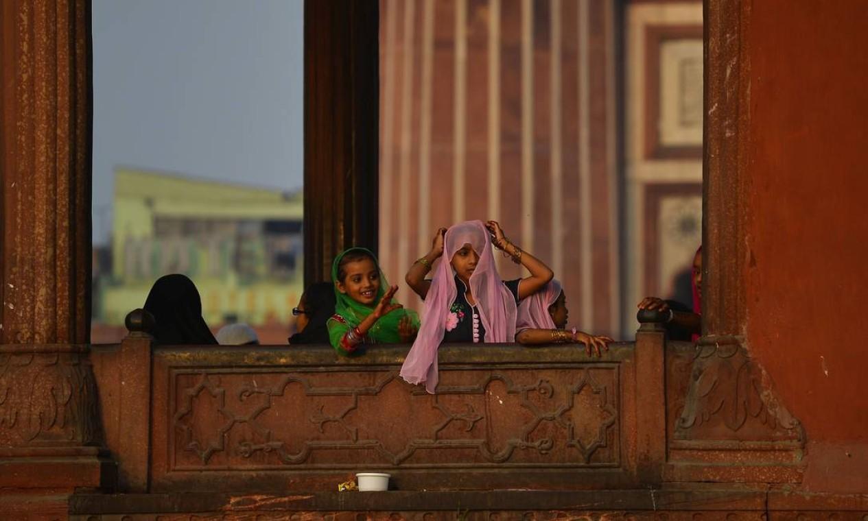 Crianças participam de celebração em Nova Deli, na Índia Foto: Chandan Khanna / AFP