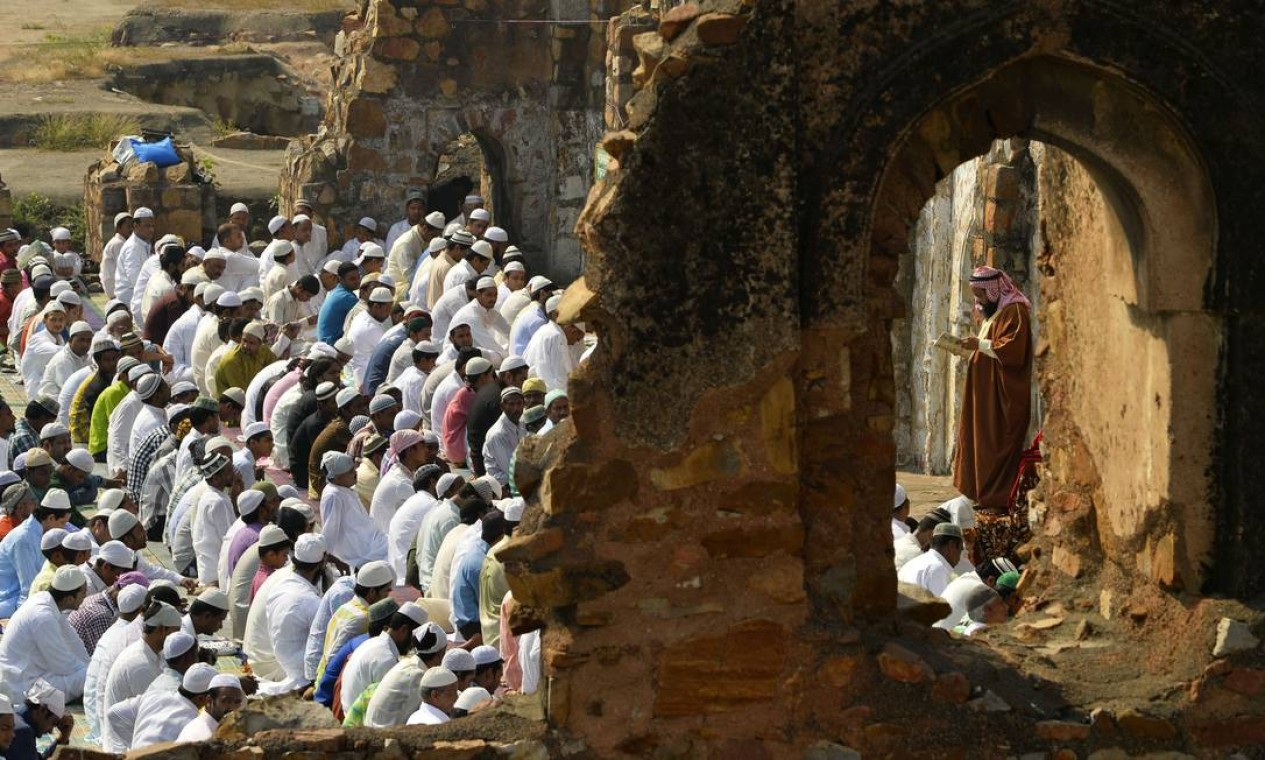 Mulçumanos durante a celebração em Nova Deli, na Índia Foto: Chandan Khanna / AFP