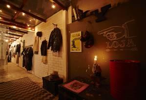 Loja do Belchior Brechó, que, diferentemente de outros brechós, compra as roupas que põe à venda Foto: Divulgação