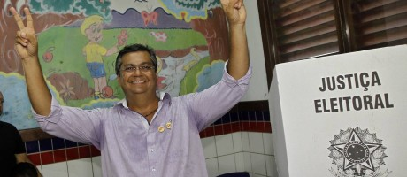 O candidato ao governo do Maranhão, Flávio Dino, após votar na Escola Clarindo Santiago, no bairro Olho D'Água Foto: SÉRGIO CASTRO / Agência O Globo