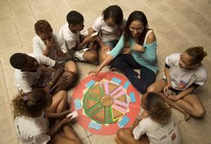 Estudantes fizeram jogo de perguntas e respostas sobre temas relativos à África, como religião, escravidão e quilombos Foto: LEO MARTINS