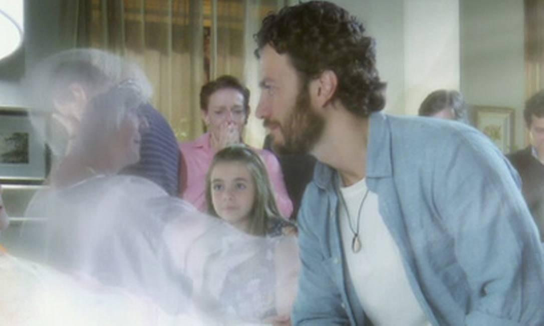"""Cena da novela """"Amor Eterno Amor"""" da Rede Globo retrata a experiência de quase morte estudadas pelos cientistas da Universidade de Southampton Foto: Reprodução"""